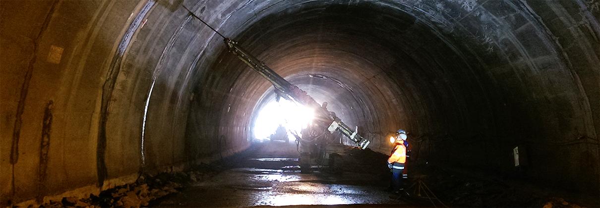 Укрепителни и ремонтни дейности в сферата на тунелното строителство.